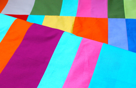 http://blog.modafabrics.com/wp-content/uploads/2014/12/Brigitte-Heitland-solids-quilt-464x300.jpg