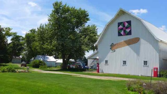 Corn and quilt block barn